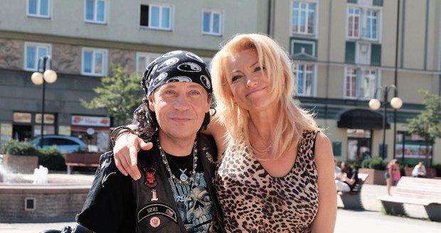 Eva Vejmělková s Pavlem Křížem ve filmu Muzzikanti