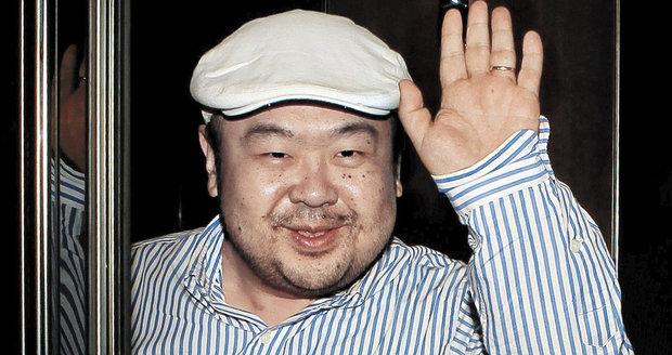 Malajsie se přetahuje s Kimem o tělo jeho bratra. Stáhla z Pchjongjangu vyslance