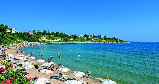 Klidná pláž v bulharském Carevu.