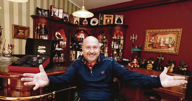 Michal David ve své zašívárně