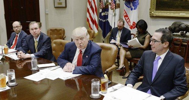 Trump chce začít s úpravou daní. Škrty v sociální oblasti zatím nechystá
