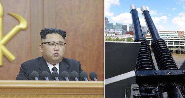 """Rozzuřený Kim nechal popravit """"bezpečáky"""". KLDR použila protiletadlová děla"""