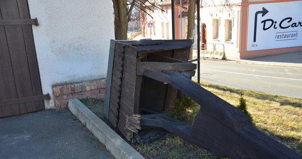 Pitkovickou zvoničku porazil silný vítr.