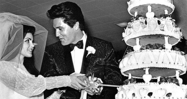 Elvis si Priscillu vzal po delším vztahu roku 1967, za šest let se s ním rozvedla.