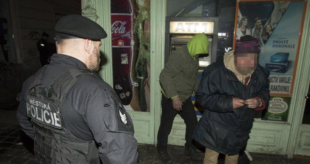Strážník měl napadnout squattery obuškem (ilustrační foto).