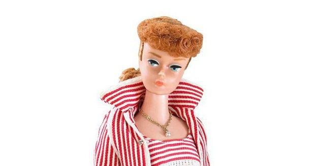 Jak se panenka Barbie mění v průběhu let?