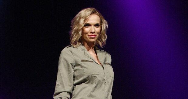 Hana Mašlíková se pochlubila na přehlídce těhotenským bříškem.