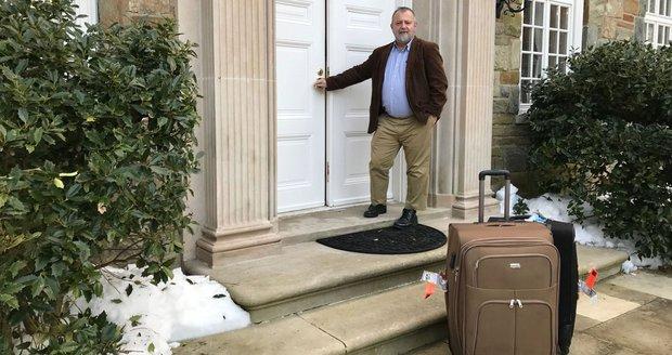 Kmoníčka vítaly v USA srnky. Český velvyslanec se brodí sněhem a čeká na Trumpa
