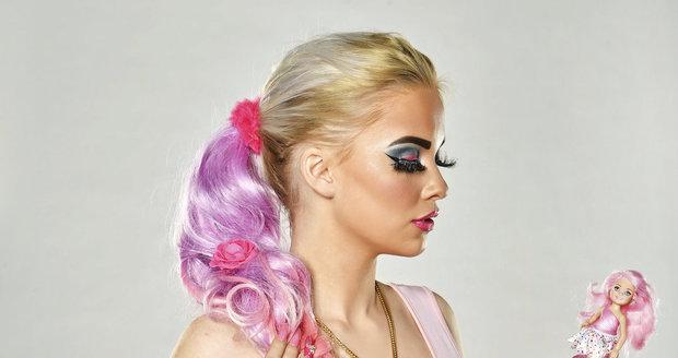 Do panenky Barbie se Gabriel začala stylizovat před dvěma roky, když jí bylo patnáct.