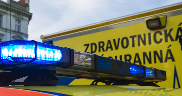 Auto u Prahy srazilo holčičku (10)! Dívenka se nerozhlédla na autobusové zastávce