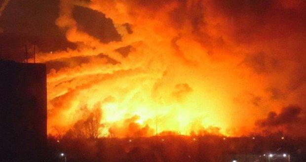 Výbuch muničního skladu na Ukrajině: Vláda evakuuje 20 tisíc lidí