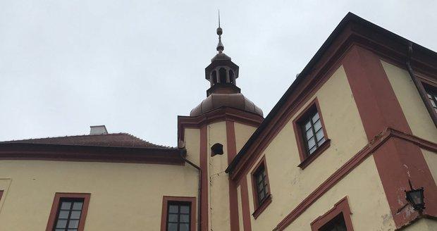 Policie zadržela podnikatele Kubíčka, zasahovala i na jeho zámku.
