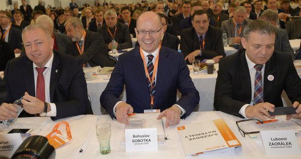 """Zmatení voliči, Sobotka """"do foroty"""" a dva kohouti. Expert rozebral dění v ČSSD"""