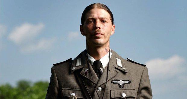 Muž se nechal přejmenovat na Hitlera. Děti Adolfa a Evu Braun mu vzala sociálka