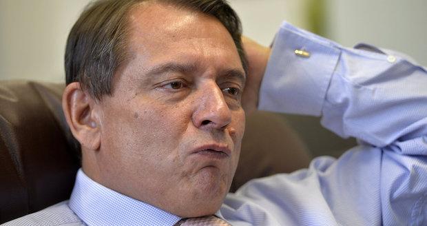 Pražská ČSSD otočila a chce Paroubka zpět. Vedení strany vyzývá k rezignaci