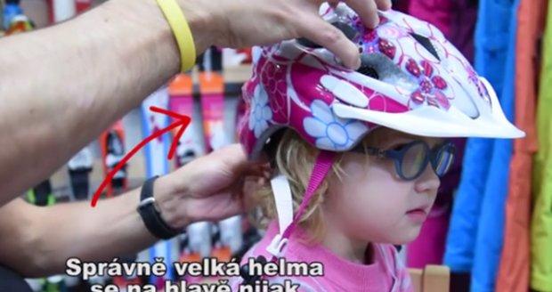 Děti nosí helmu na kolo úplně špatně! Jak se nasazuje správně?