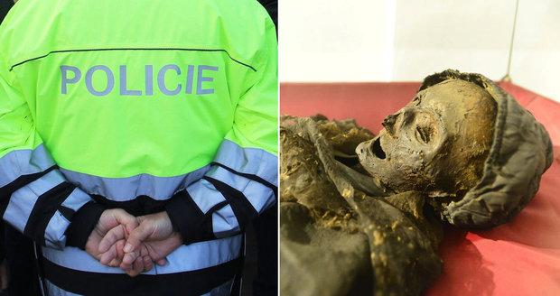 Pár se v Klatovech oddával milostným hrátkám vedle mumií. Zasahovala policie