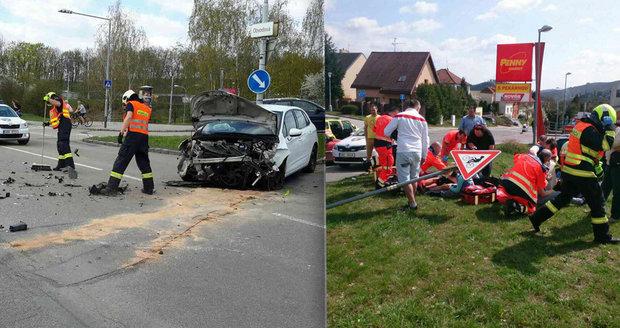 Při vážné nehodě v Brně se zranilo šest lidí: V nemocnici skončilo i dítě