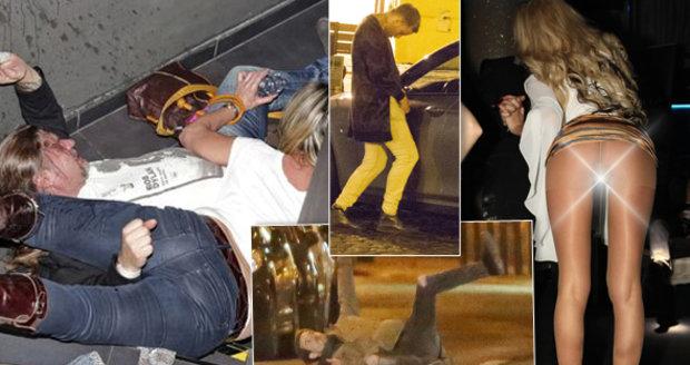 Opilé celebrity se zřídily tak, že se neudržely na nohou.