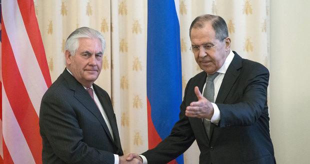 Trumpův muž Tillerson jednal s Putinem a Lavrovem. O Sýrii i mizivé důvěře