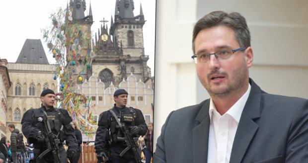 """Lidovec nevylučuje útok teroristů v Česku. A obul se do """"pomatených"""" islamistů"""