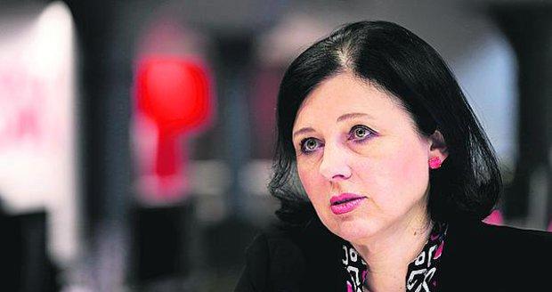 Jourová pohrozila Polsku odebráním eurodotací: Diktaturu platit nebudeme