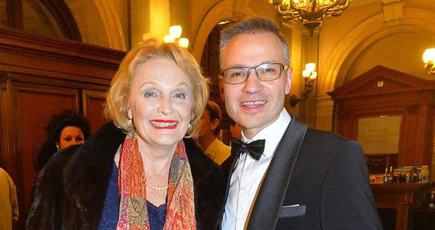 Regina Rázlová a Janis Sidovský