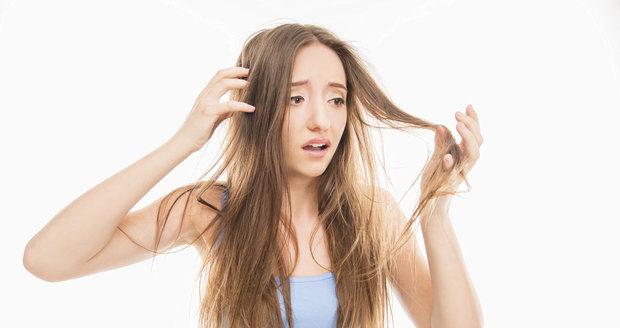 Vyzkoušejte na suché vlasy domácí masku ze dvou ingrediencí!