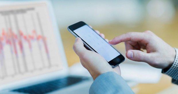 Telefony a počítače jsou v ohrožení, varují odborníci z Googlu. Kvůli čipům a hackerům