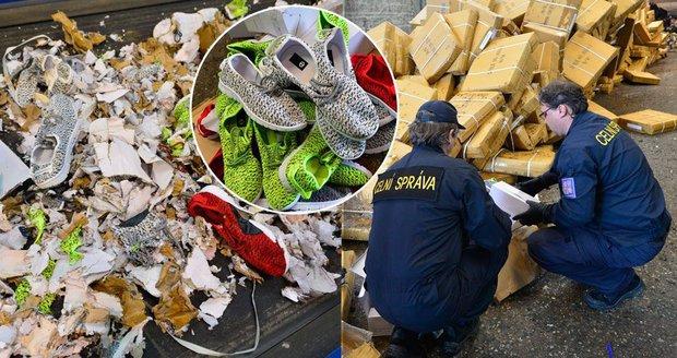 Celníci zlikvidovali 15 000 párů padělaných bot. Skončily v drtičce odpadu. 5fb0b1b5c3