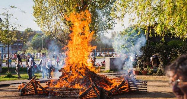 V Praze zrušili zákaz rozdělávání ohňů.