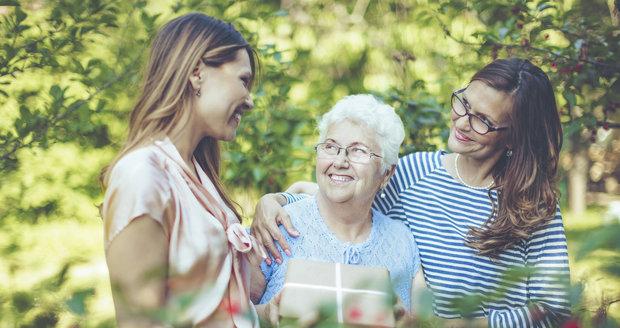 V Újezdu nad Lesy myslí na své seniory. Pro své maminky uspořádají 12. května program ke Dni matek. (Ilustrační foto)