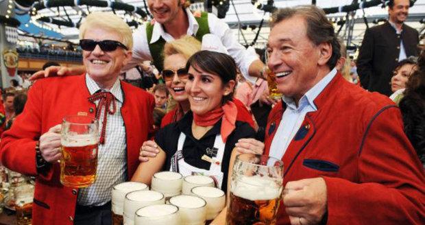 Němci chtějí Gotta na Oktoberfest: Slavík si získal Němce Včelkou Májou