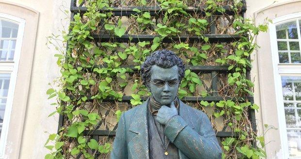 Socha, která zapříčinila protest: Franz Schubert na zahradě AMU