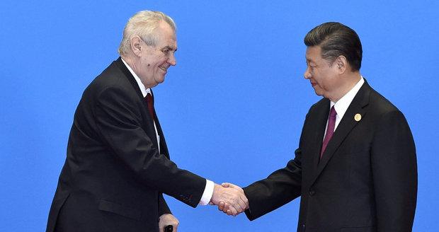 Zeman zahájil návštěvu Číny večeří, seděl přímo naproti Si Ťin-pchingovi