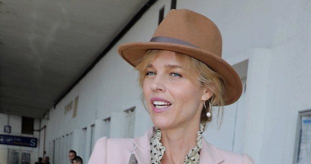 Eva Herzigová dorazila do Cannes.