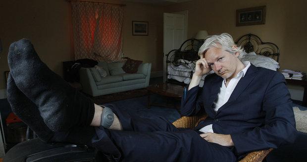 """""""Pošlapávají moji svobodu."""" Assange žaluje Ekvádor za život na ambasádě, kde se skrývá"""