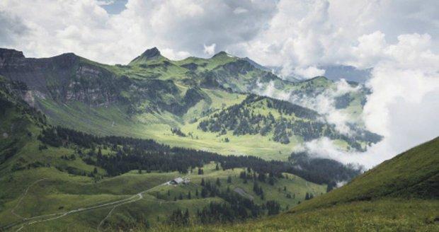 Lákají vás hory, ale nechcete hned zdolávat ty nejvyšší a nejnáročnější vrcholy? Bregenzský les u Bodamského jezera by vás mohl nadchnout.