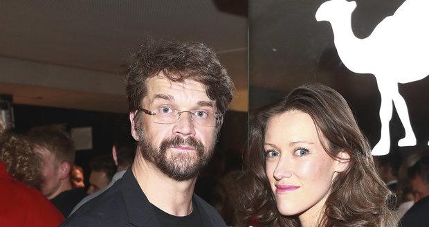 Na hudebních cenách Anděl 2016 se objevil také Dan Bárta se svou těhotnou manželkou Alžbětou Plívovou.