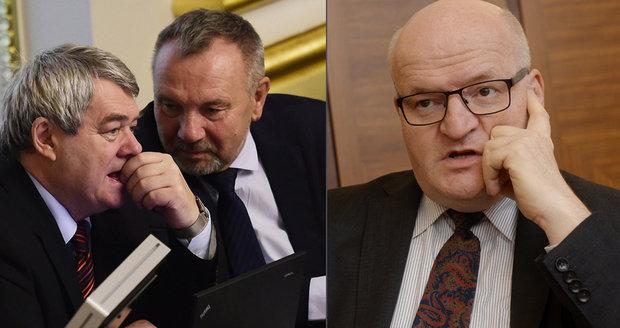 """""""Pindy"""" a bušení do lavic. Komunisté jsou hanba české politiky, bouřil Herman"""