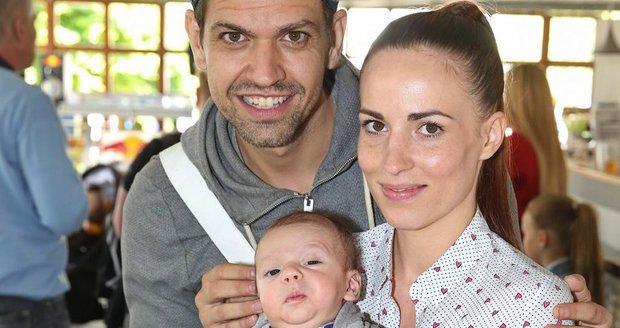 Petr Vojnar s partnerkou a synem Sebastianem.