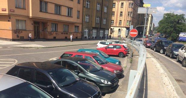 Nejvíce parkovacích míst za poslední roky přibylo na Letné v Bubenské ulici.