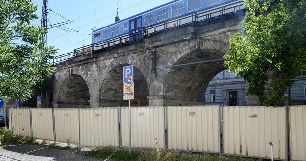Negrelliho viadukt Správa železnic opraví. Hotovo má být v roce 2019.