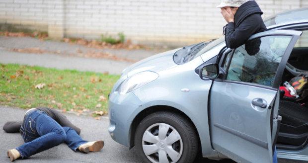 Seděl na ulici, přejelo ho auto: Muž (†64) je první letošní oběť dopravní nehody v Ostravě