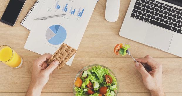 Co jíst v kanceláři?