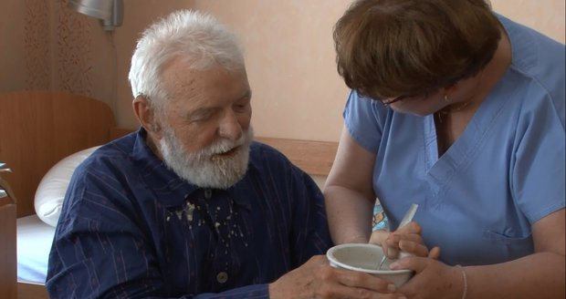 Agentury domácí zdravotní péče si zoufají. Pojišťovny neplatí, pacienty odmítat nesmíme