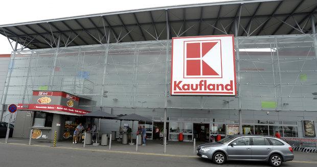 Kaufland dohání konkurenci a zvyšuje od června mzdy o 26 procent