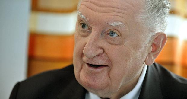 Absentér Čuba chce peníze ze Senátu posílat mládeži, tvrdí jeho asistent