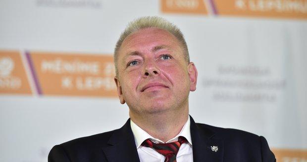 Chovanec přebral i vedení kampaně ČSSD. Sobotkův muž Birke jako šéf skončil