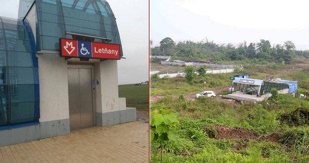Stanice metra Cchao-ťia-wan v čínském městě Čchung-čching ústí uprostřed »džungle«. Kam se hrabou Letňany!